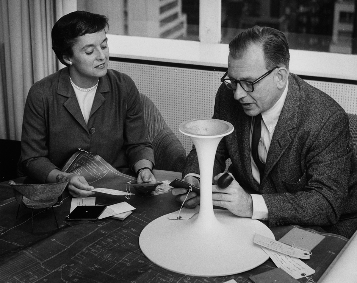Florence Knoll and Eero Saarinen discussing the Tulip family base