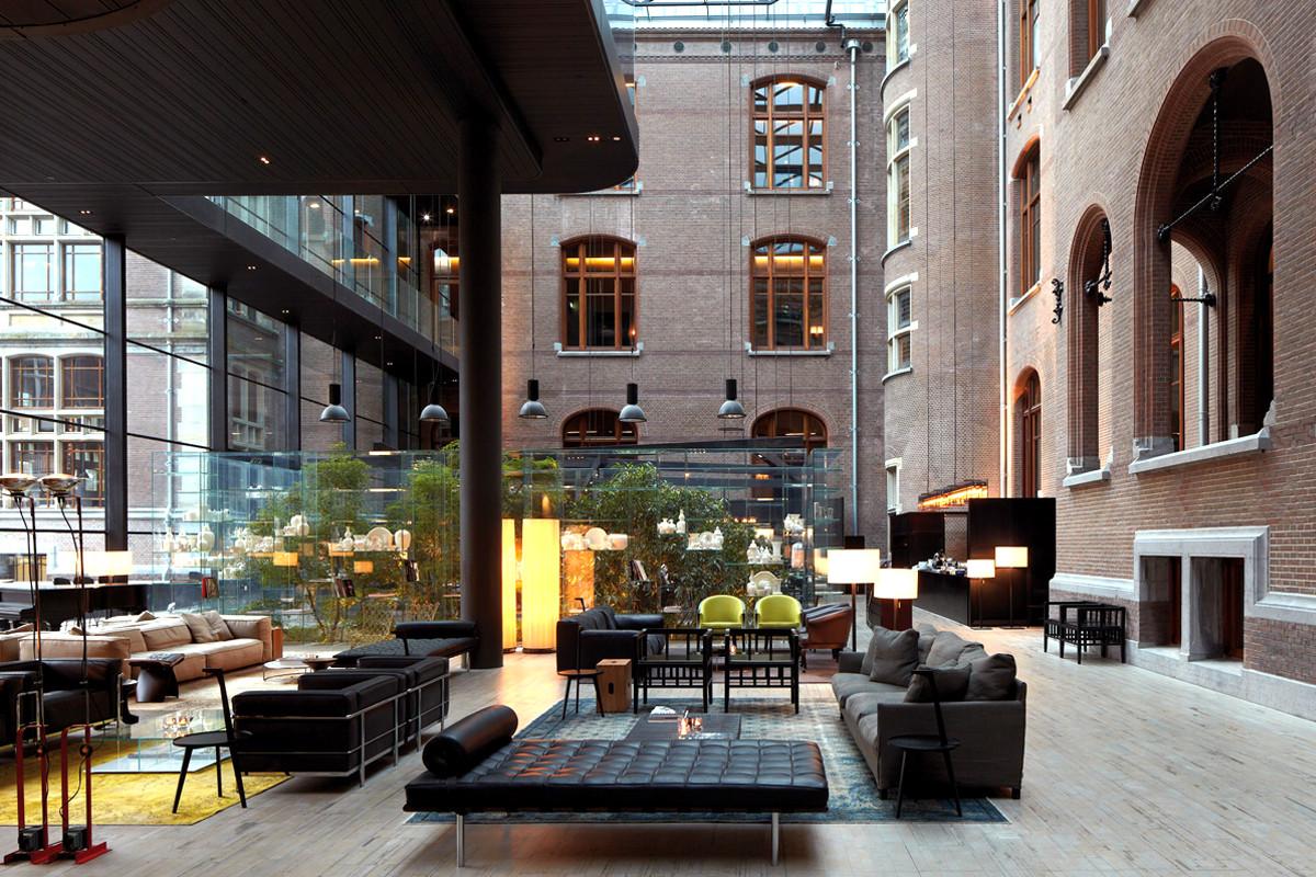 Outdoor lobby area of Conservatorium Hotel, Amsterdam.jpg
