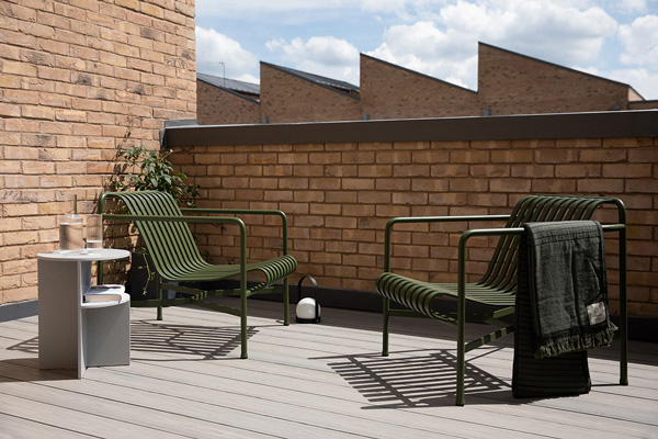 2 Hay Palissade Lounge Chairs on a roof terrace