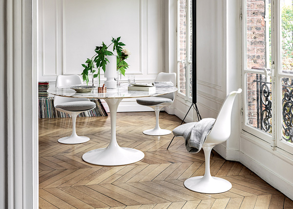 3 Knoll Tulip Chairs around a Tulip Dining Table