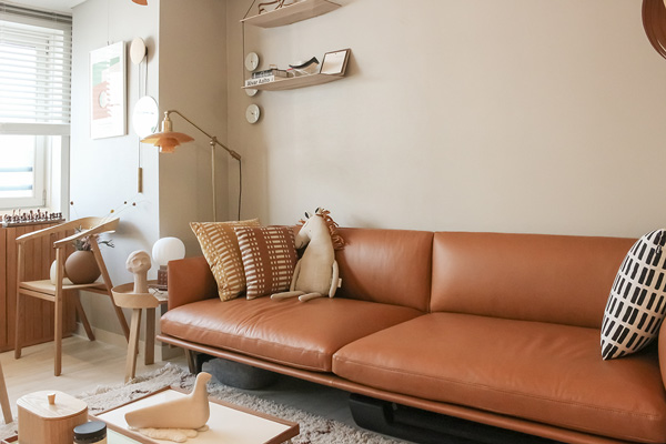 A leather Muuto Outline sofa within a neutral Korean apartment