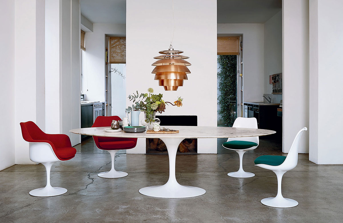 Knoll Tulip Dining Chairs and Oval Dining Table in mid-century modern interior