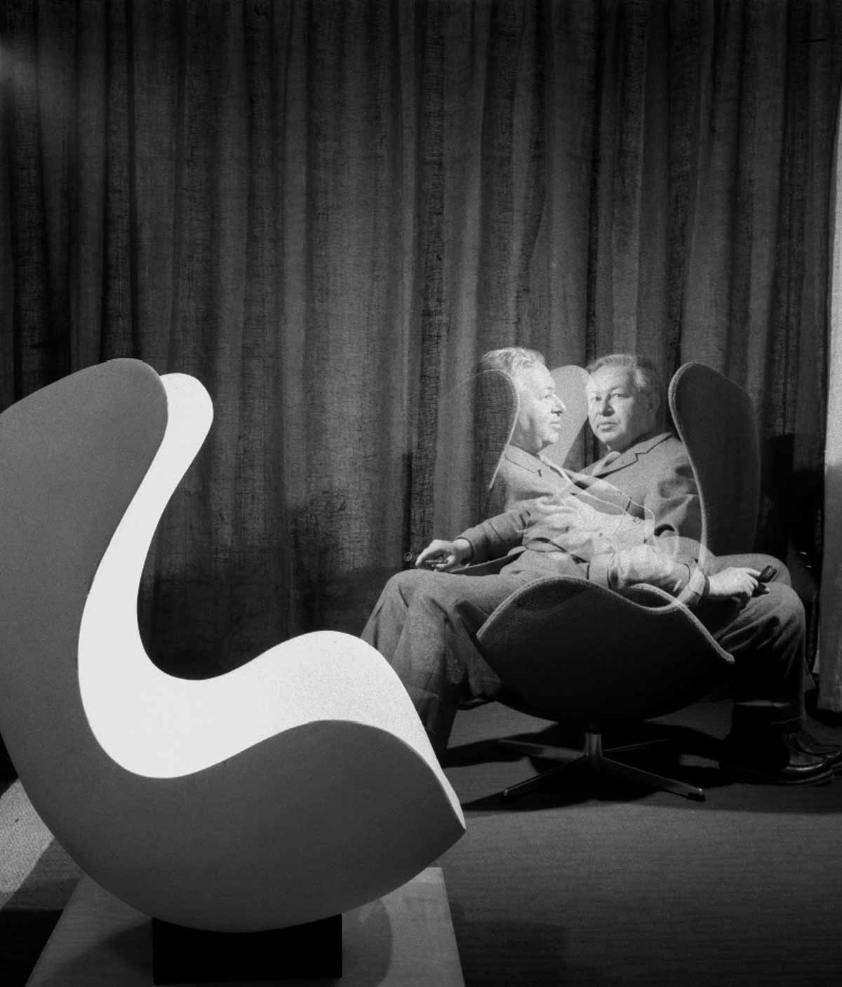 Arne Jacobson demonstrates his seminal Egg Chair
