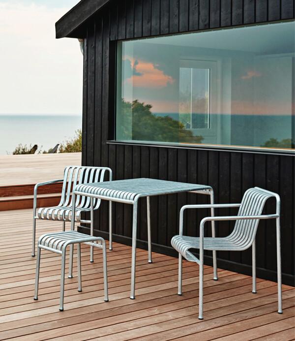 Galvanised HAY Palissade set on outdoor decking