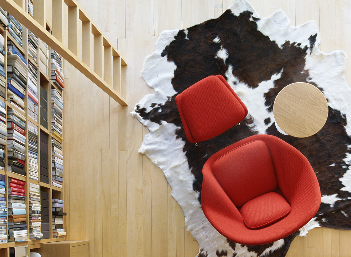 Knoll Womb Chair & Ottoman as seen from above