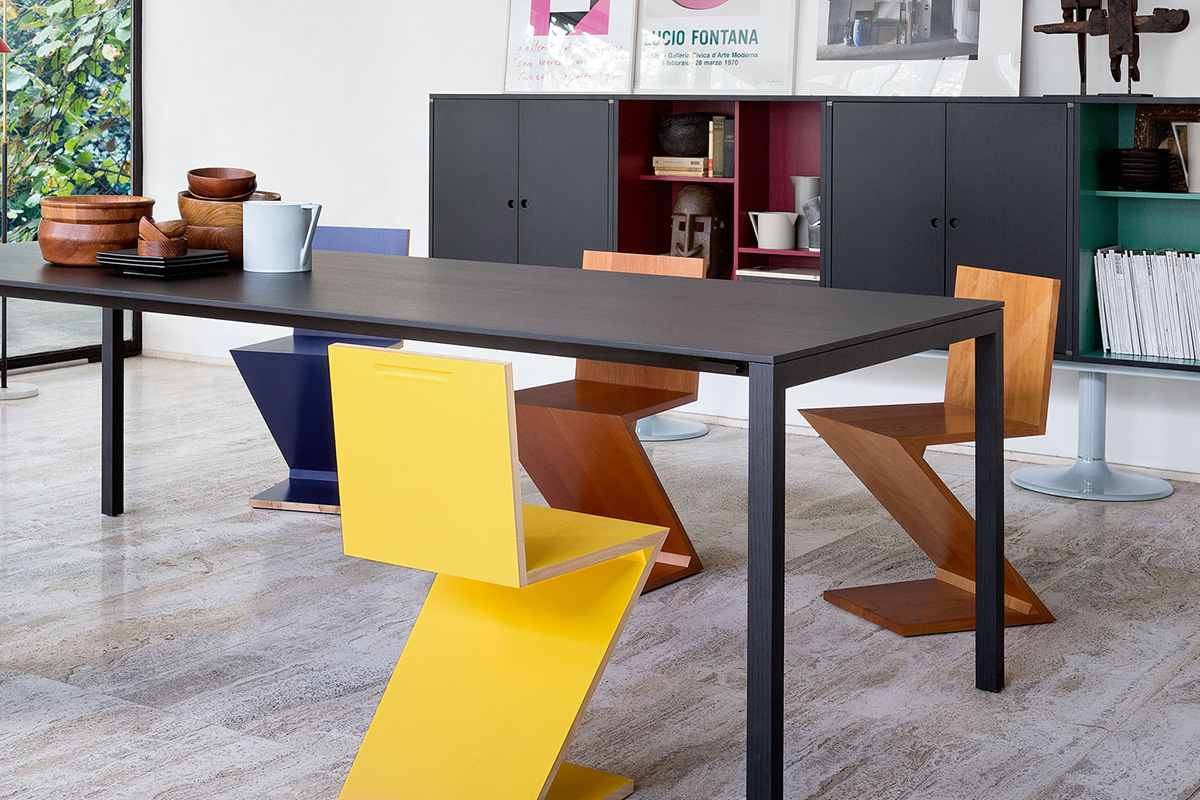 4 Cassina Zig-Zag chairs around a black dining table