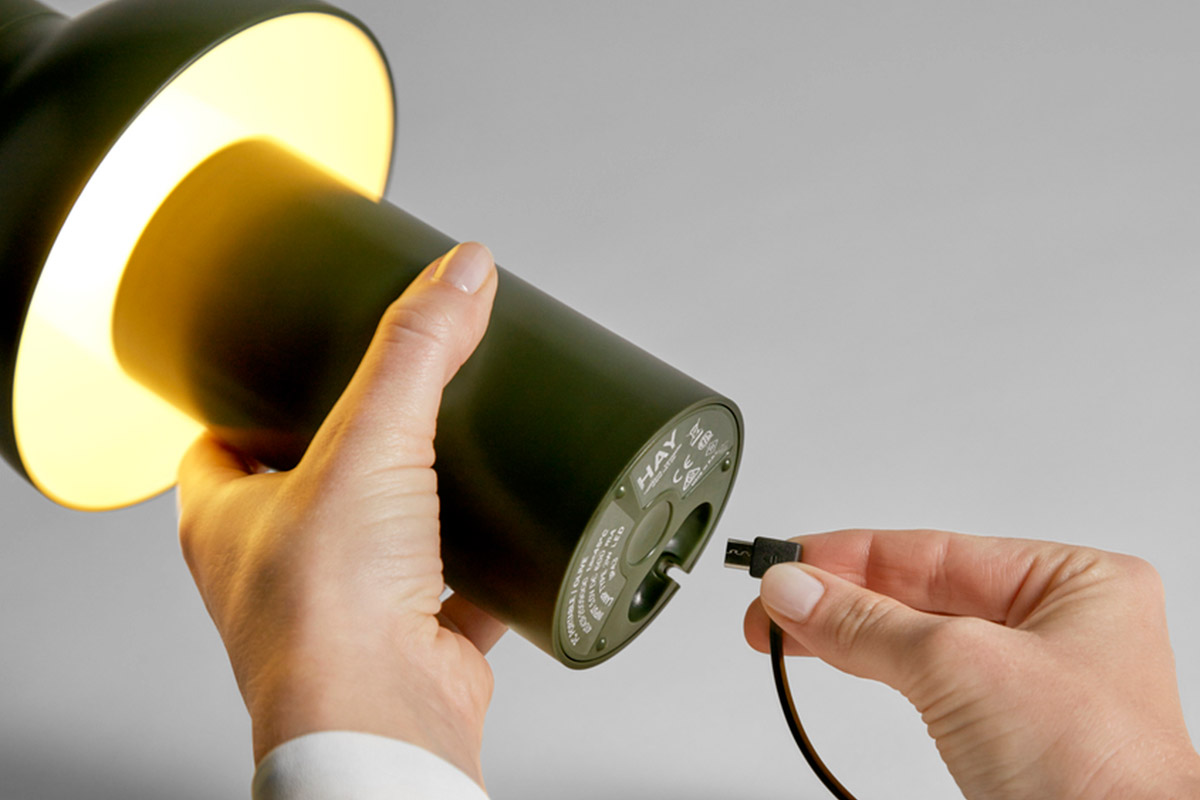 Detail of how to charge the HAY PC Portable Lamp