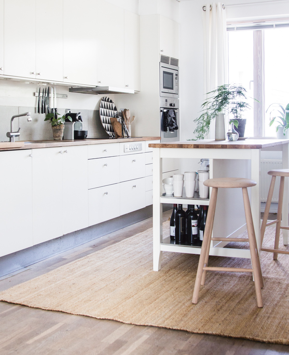 Niki-Brantmark-Lagom-and--the-Swedish-Art-of-Living-a-Balanced-Happy-Life-Minimal-Living.jpg