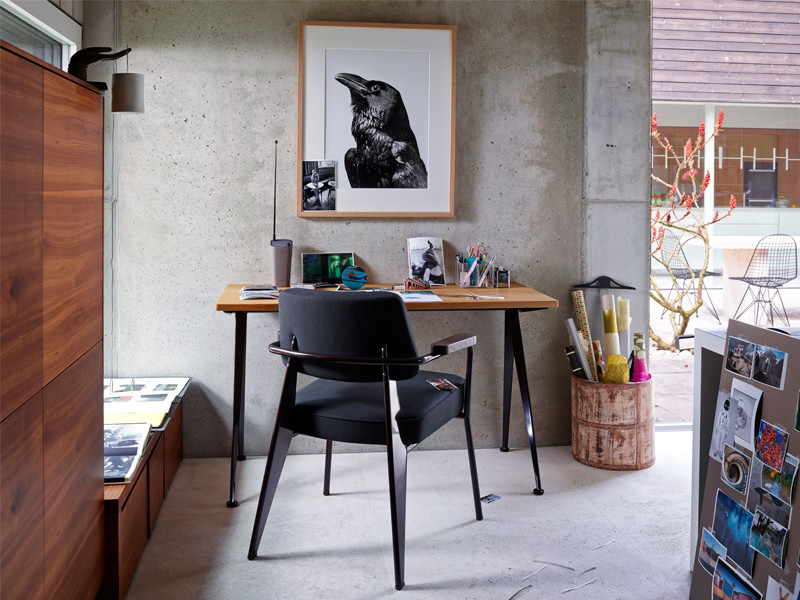 Vitra Compas Direction Desk and Vitra Fauteuil Direction Chair