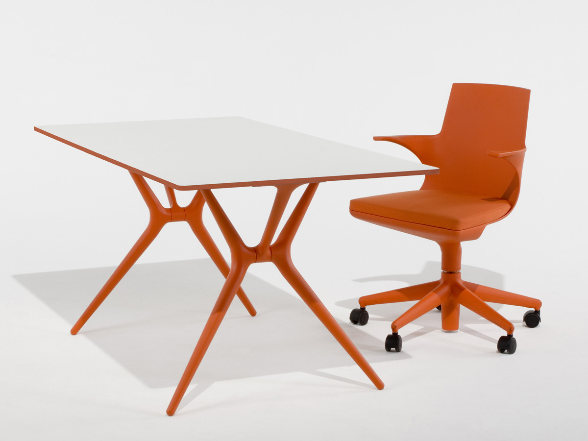 Buy the kartell spoon table orange at for Table exterieur kartell