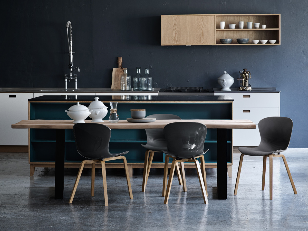 buy the fritz hansen nap chair wooden legs at. Black Bedroom Furniture Sets. Home Design Ideas