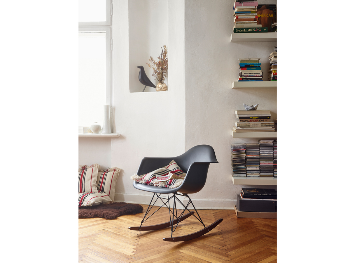 Eames plastic rocking chair -  Vitra Rar Eames Plastic Armchair Black