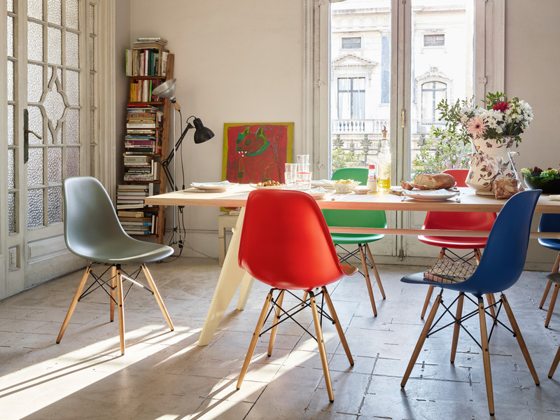 Buy the vitra dsw eames plastic side chair golden maple for Dining room ideas eames