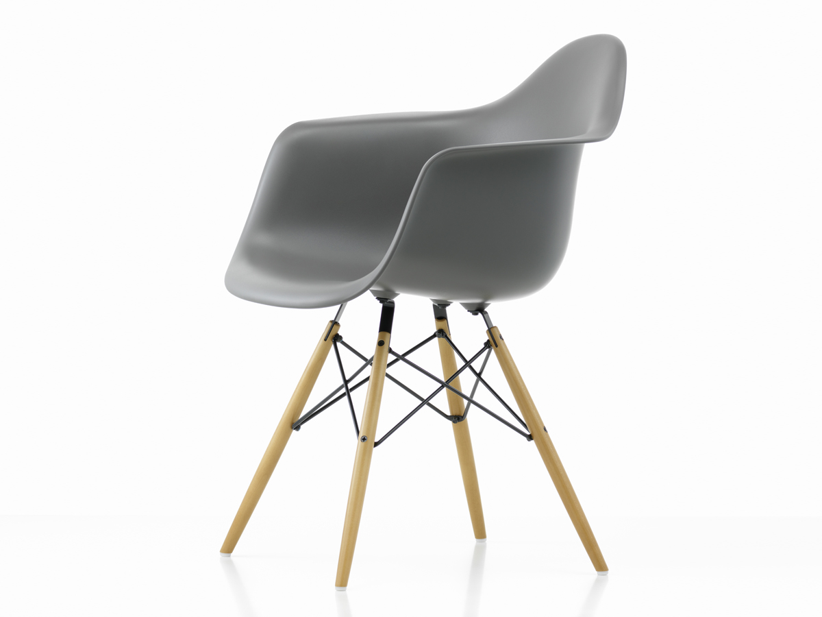 buy the vitra daw eames plastic armchair golden maple base. Black Bedroom Furniture Sets. Home Design Ideas