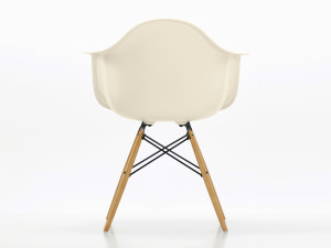Vitra DAW Eames Plastic Armchair Golden Maple Base