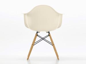 Vitra DAW Eames Plastic Armchair Yellowish Maple Base