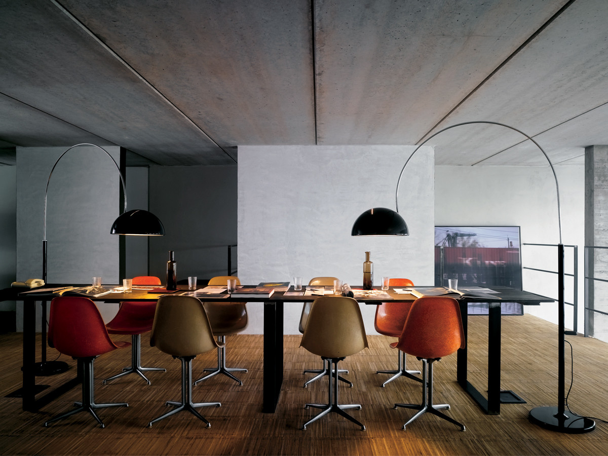 Buy the oluce coupe 3320 r floor lamp at for Esszimmer beleuchtung