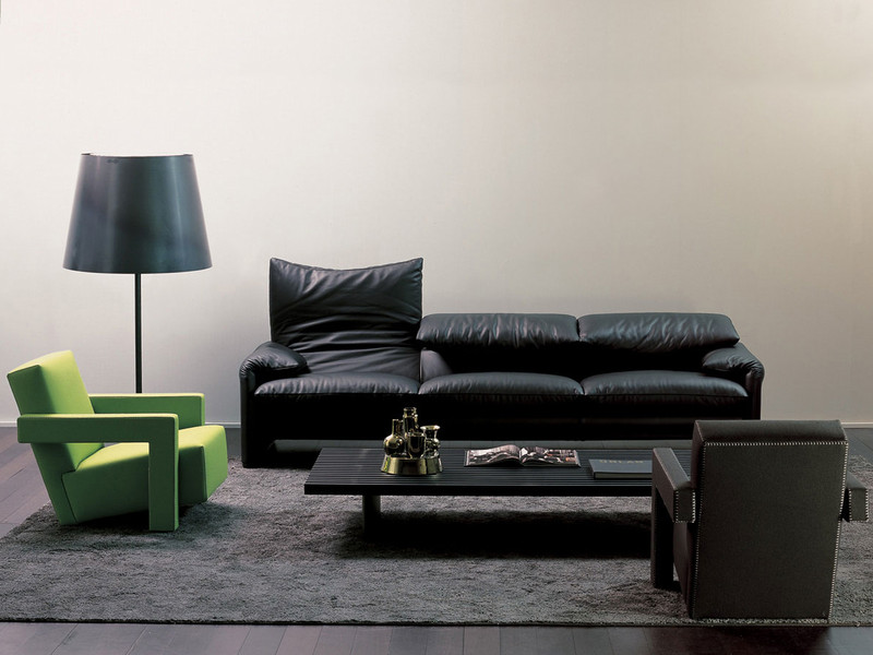 buy the cassina 675 maralunga three seater sofa at. Black Bedroom Furniture Sets. Home Design Ideas