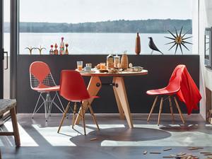 Vitra DSW Eames Plastic Side Chair Golden Maple Base