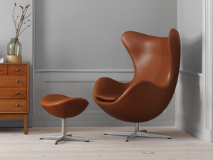 View Fritz Hansen Egg Lounge Chair - Leather