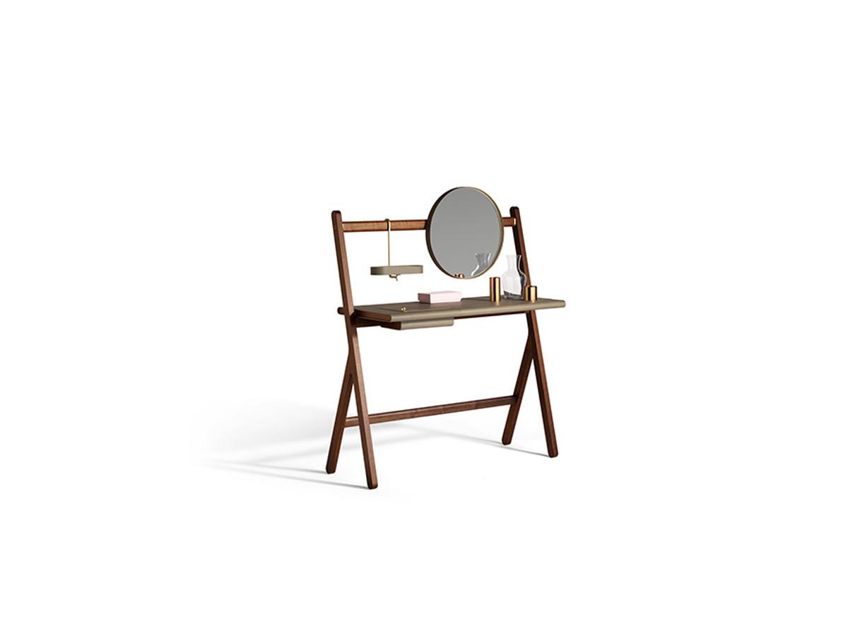 Great poltrona frau ren dressing table with naidei for Divano quadra frau