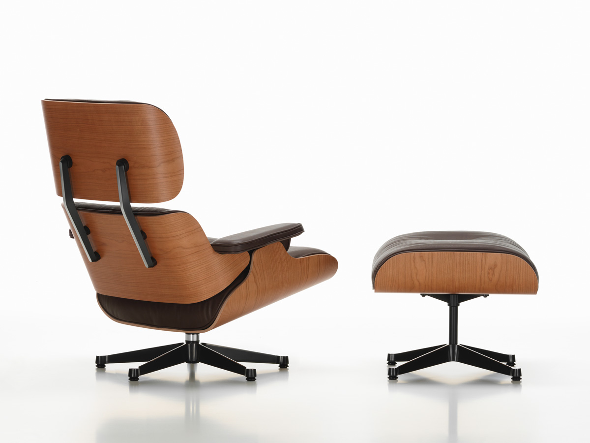Eames Lounge Stoel : Buy the vitra eames lounge chair ottoman american cherry at nest