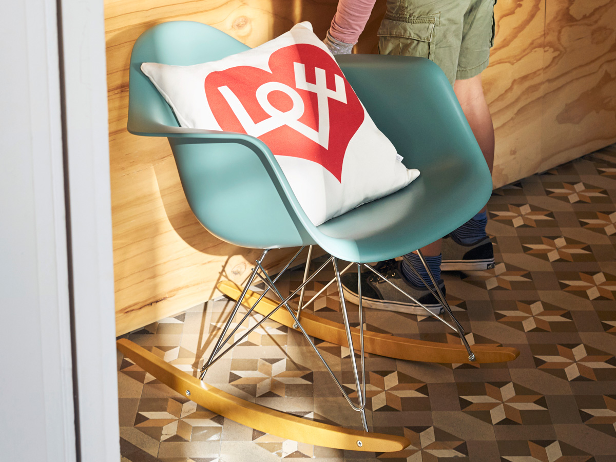Vitra Sedia A Dondolo Eames Plastic Armchair Rar : Buy the vitra rar eames plastic armchair at nest.co.uk