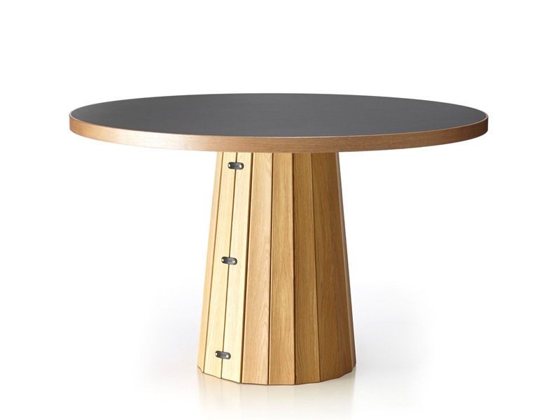 Container Tafel Moooi : Buy the moooi container table oak at nest.co.uk