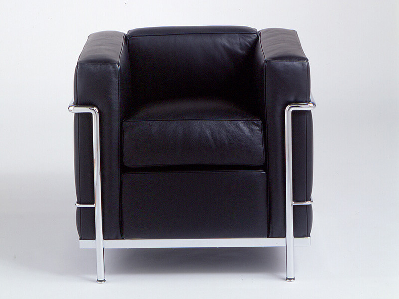 Buy the cassina lc2 armchair at for Le corbusier lc2 nachbau