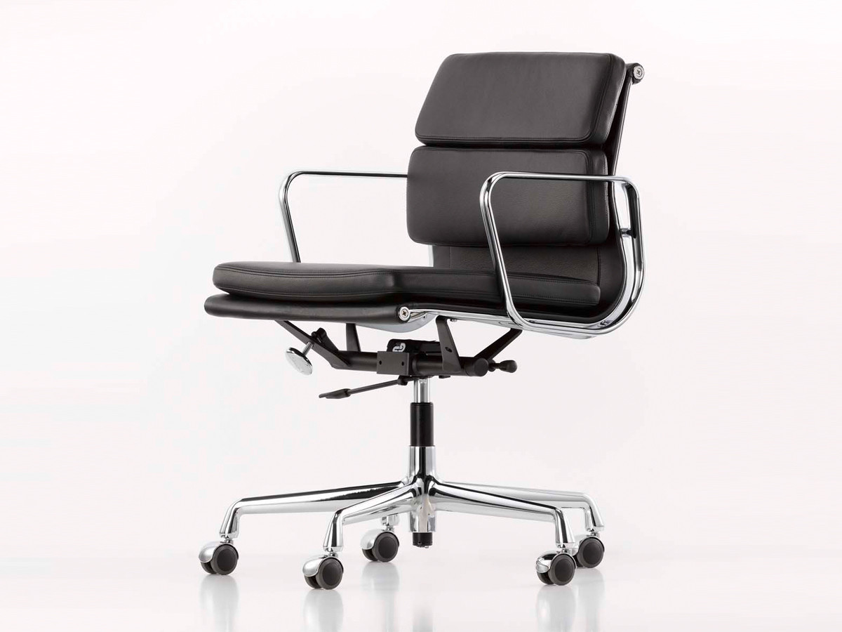 the shape and structure of the eames ea 217 soft pad chair is. Black Bedroom Furniture Sets. Home Design Ideas