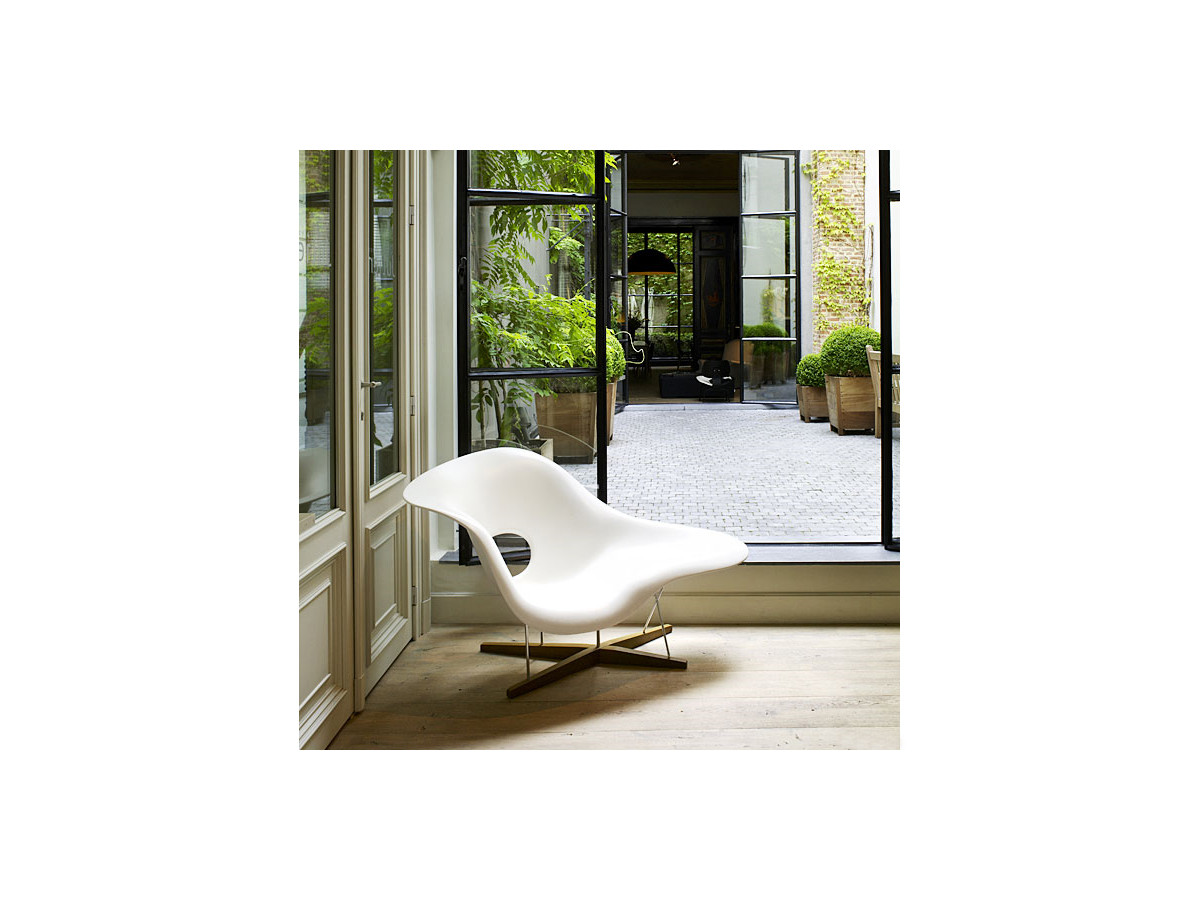 Buy the vitra eames la chaise at for Chaise design vitra