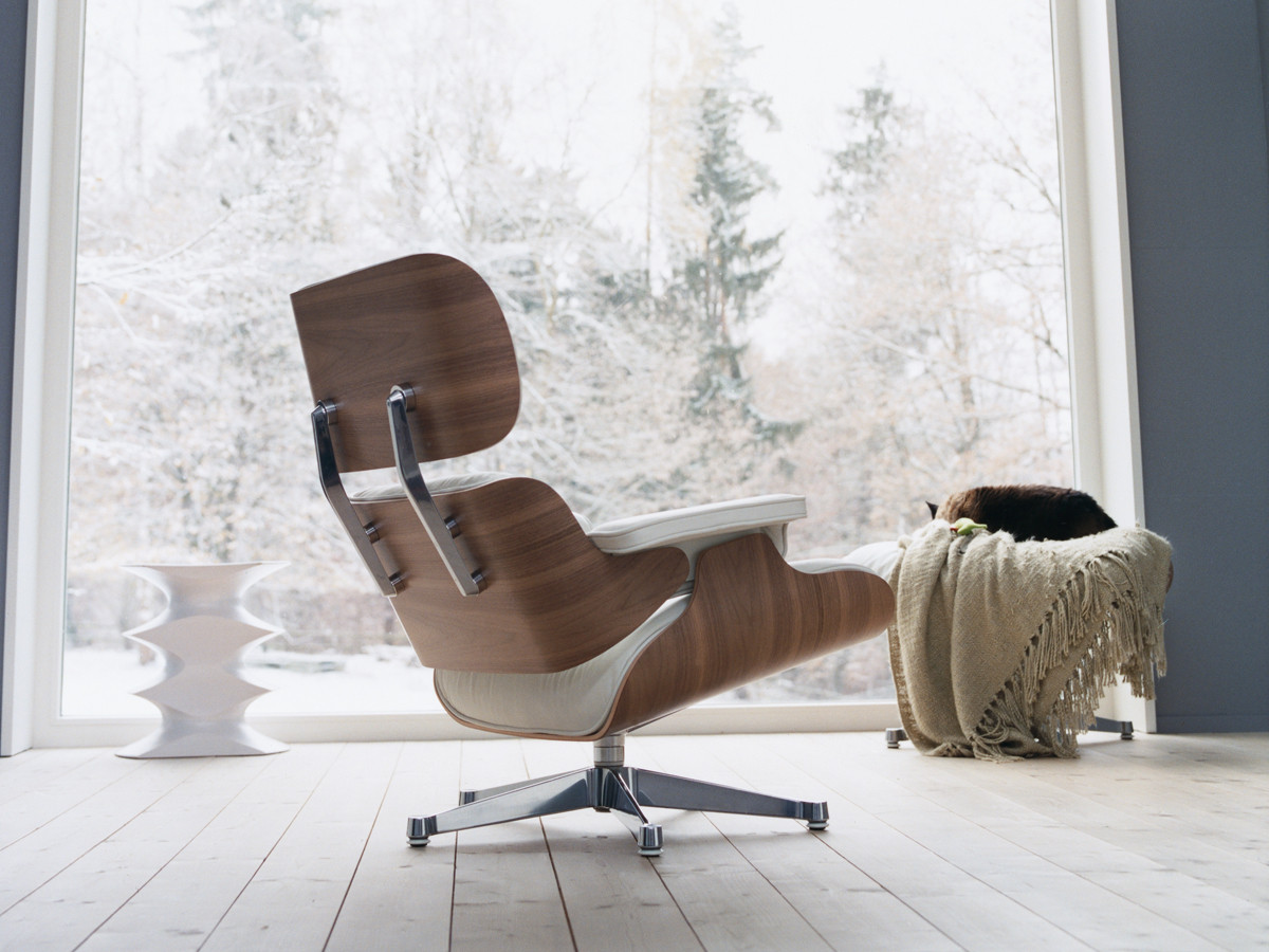 Buy the Vitra Eames Lounge Chair & Ottoman - White at Nest.co.uk