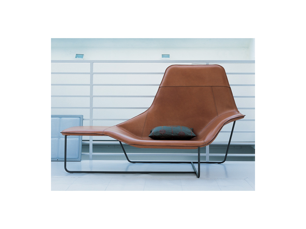 Buy the zanotta 921 lama chaise longue at for Chaise longue textilene
