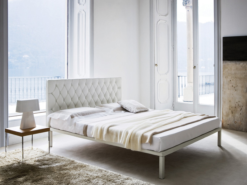Buy The Zanotta 1880 Caracalla Bed At Nest Co Uk