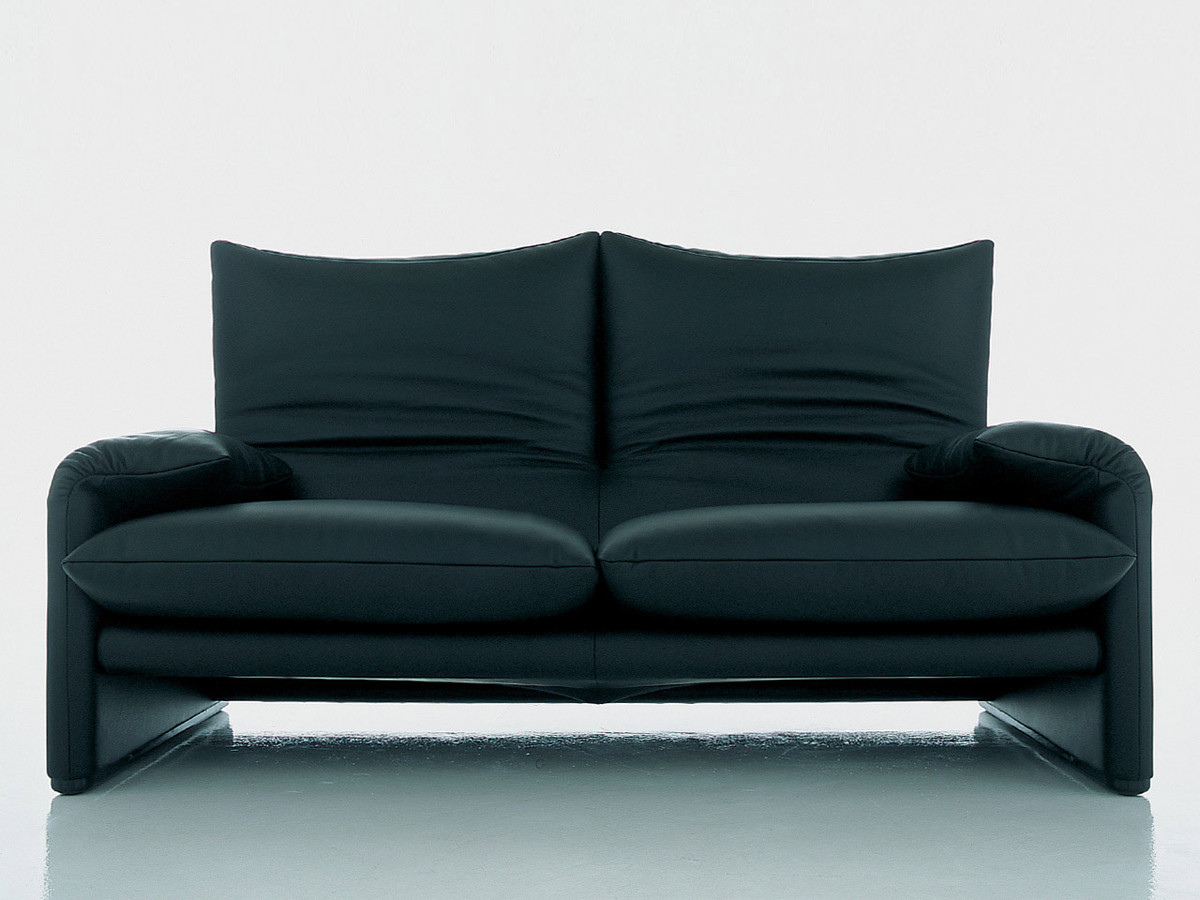 buy the cassina 675 maralunga two seater sofa at. Black Bedroom Furniture Sets. Home Design Ideas