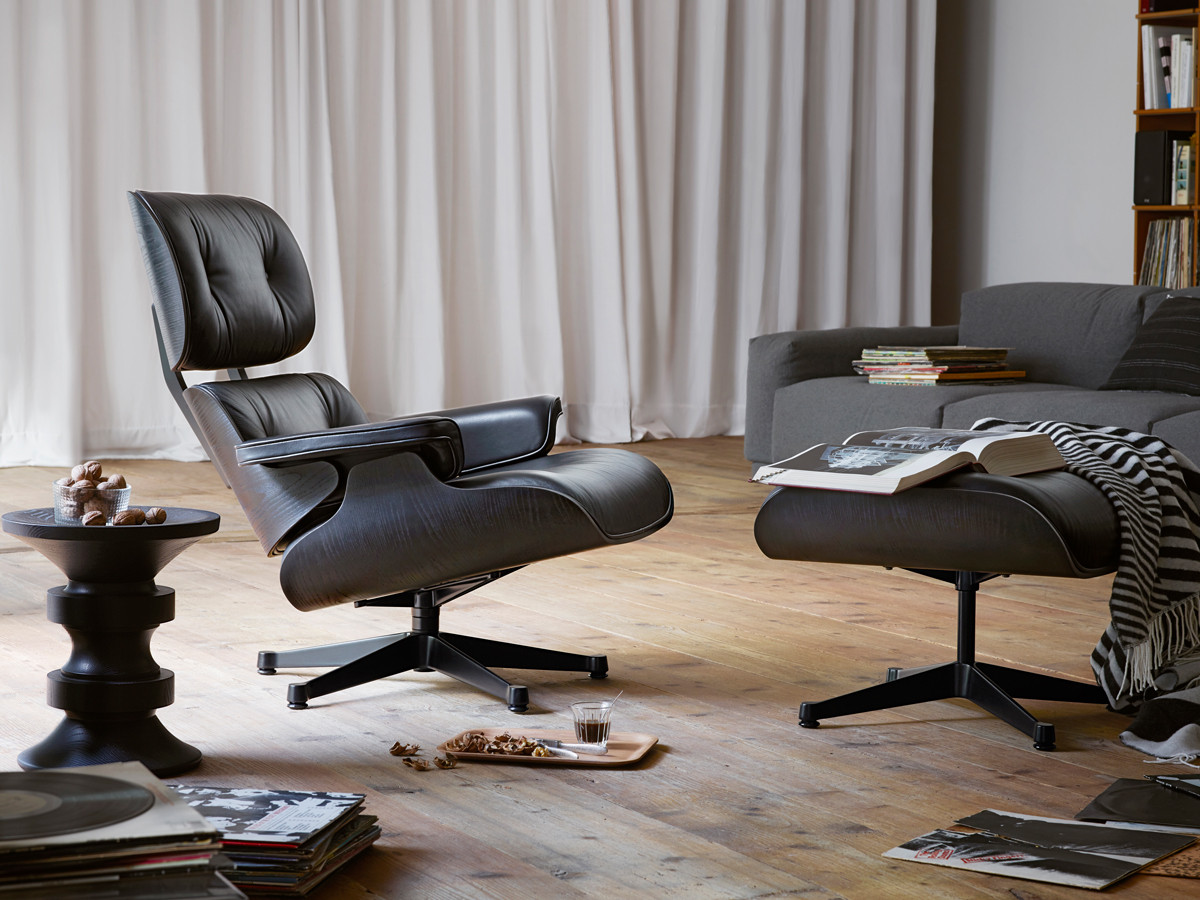 Buy the vitra eames lounge chair ottoman all black at for Vitra lounge chair nachbau